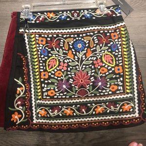 Dresses & Skirts - Colorful Lulus skirt! Size M